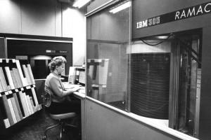【历史上的今天】IBM发明硬盘