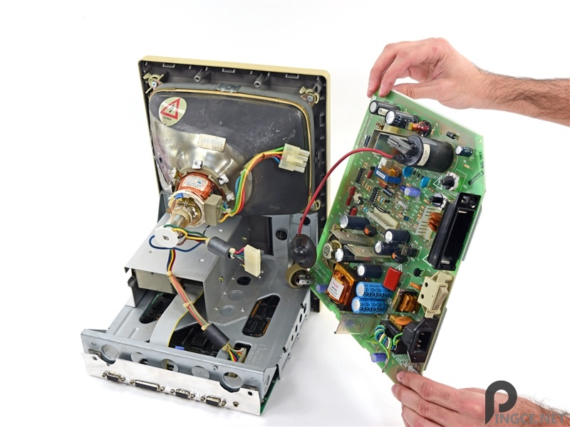 这可真是个古董:苹果第一代Mac深度拆解