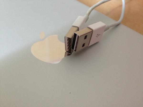 妈妈再也不懂我插不进去了!iPhone 6双面USB专利曝光